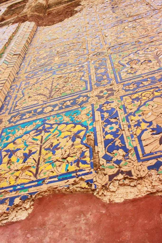 glazed tile at Chini Ka Rauza in Agra, India